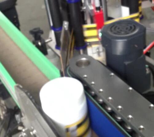 Etiketovací stroj na kulaté lahve, stáčecí a etiketovací stroj na sklenici s lahví