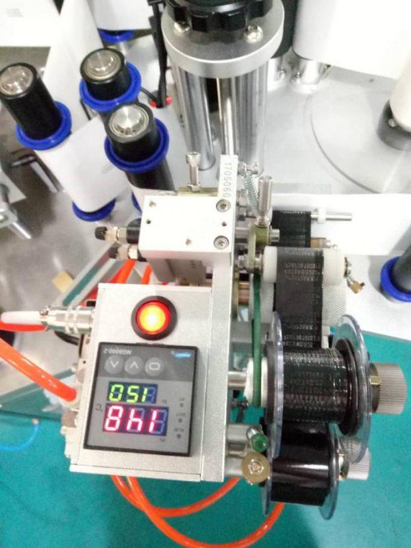 Štítek s automatickým štítkovacím štítkovým štítkovacím strojem s pagingovým zařízením a kódovacím strojem