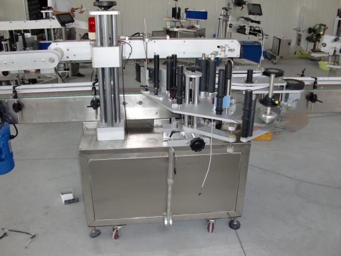 Plastové a skleněné lahve PLC řídí automatický servomotor pro oboustranný štítkovací štítek