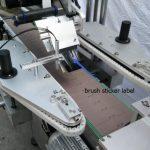 Automatický štítkovací stroj na štítky na kulaté lahve pro motor s paprskem na láhev