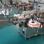 Automatický etiketovací stroj na oboustranné štítky