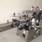 Automatický štítkovací stroj na oboustranné samolepky