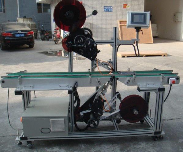 Vysoce účinný špičkový etiketovací stroj s děleným pásovým dopravníkem